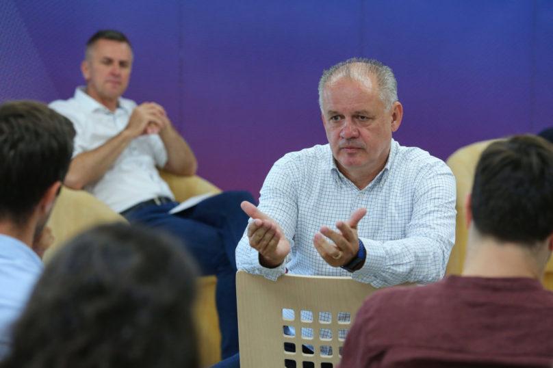 Bývalý slovenský prezident Andrej Kiska v debatě s letošními účastníky Aspen Young Leaders Programu